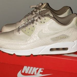 Womens Nike Air Max 90 Premium/Oatmeal